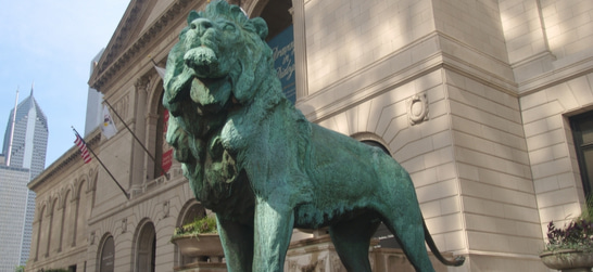 lion statue outside art institute of chicago